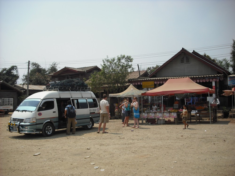 mini bus to vang vieng
