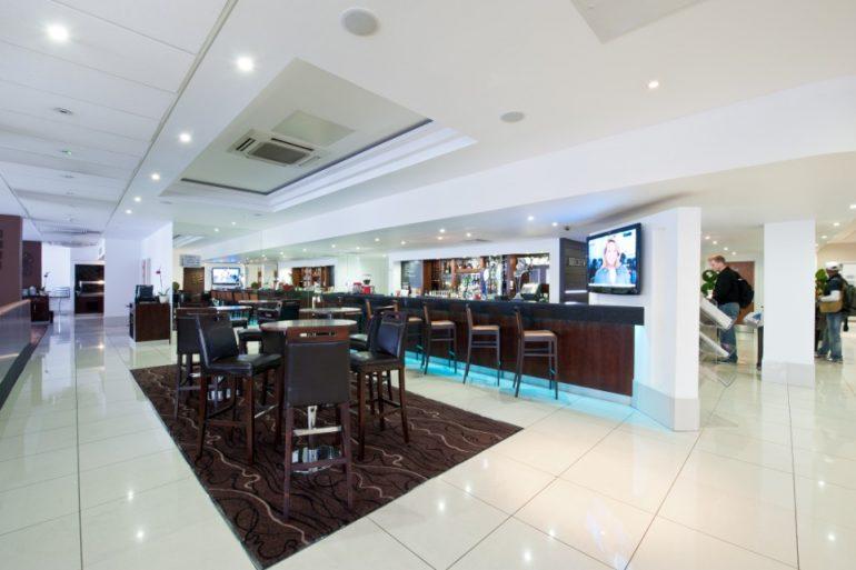 Re Hotel lobby
