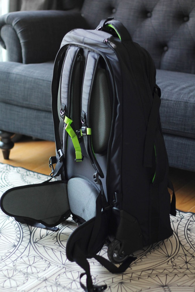 Straps on Rucksack with wheels